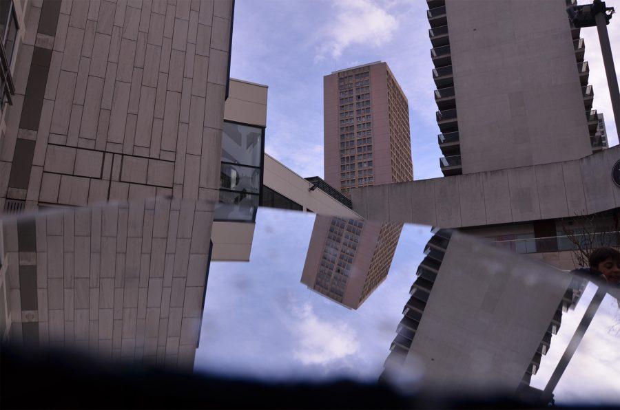 La ville est vivante – 4. Sens dessus-dessous : jeu de formes dans la ville, créant une sorte de chaos visuel